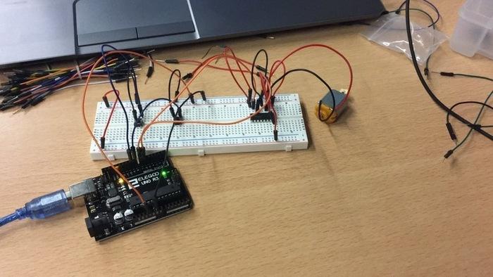 CarHand Project : ARPMR( Assistant Robotisé pour Personne à Mobilité Réduite )-Arduino : moteur