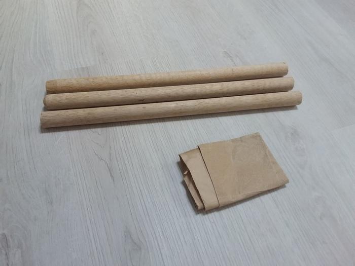 Une échelle porte-serviettes-Le ponçage