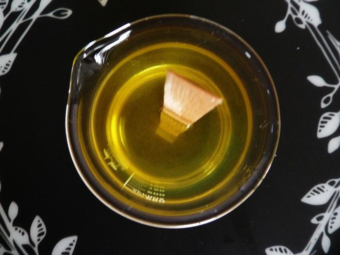 Love potion: la bougie de massage de Saint Valentin dans un becher de chimie-Etape 3: