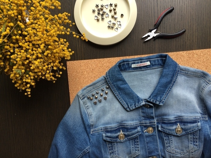 Customiser une veste en jean avec des clou | Oui Are Makers
