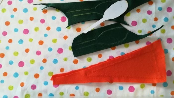 Carotte en feutrine-Couper le tissu