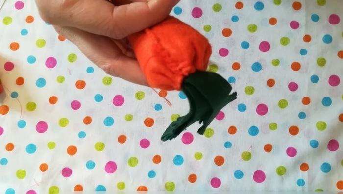 Carotte en feutrine-Fermer la carotte