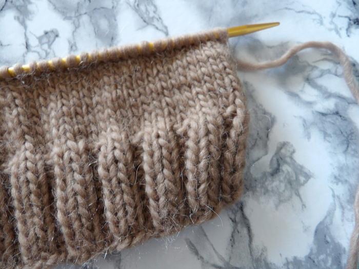 Bonnet rayé à pompon super facile-monter les mailles