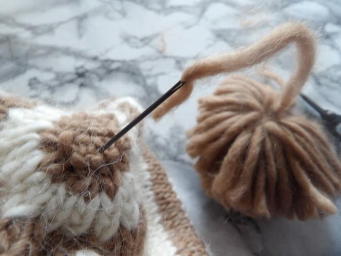 Bonnet rayé à pompon super facile-assemblage et finition pompon