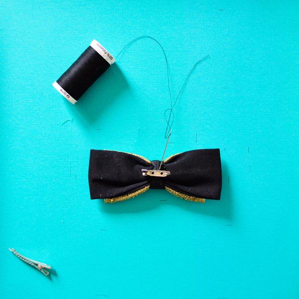 Coudre un nœud papillon-Fixer l'attache du noeud