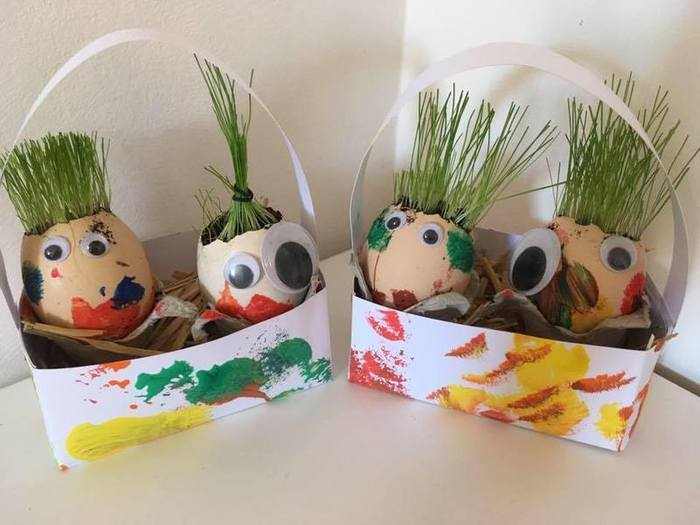 Oeuf en herbe et son habit en pâte à modeler ARTIBUL-Choisir sa coiffure ! et tondre la pelouse.... :D