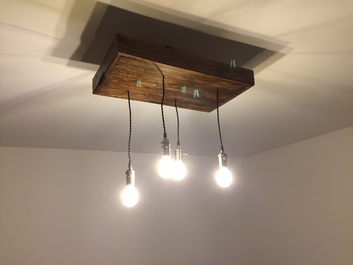 Un luminaire industriel-Suspension