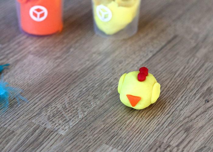 Marque-places poulettes de Pâques-L'assemblage de la poulette