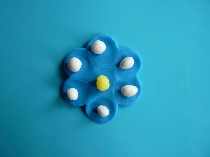 Fleurs de printemps à accrocher pour Pâques-Fleur bleu et blanche
