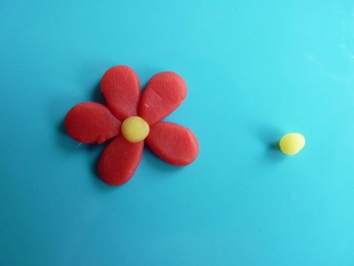 Fleurs de printemps à accrocher pour Pâques-Fleur rouge