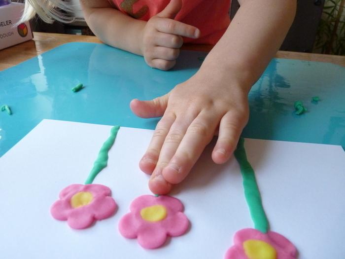 Fleurs de printemps à accrocher pour Pâques-Voici les étapes de réalisations des fleurs par Anna