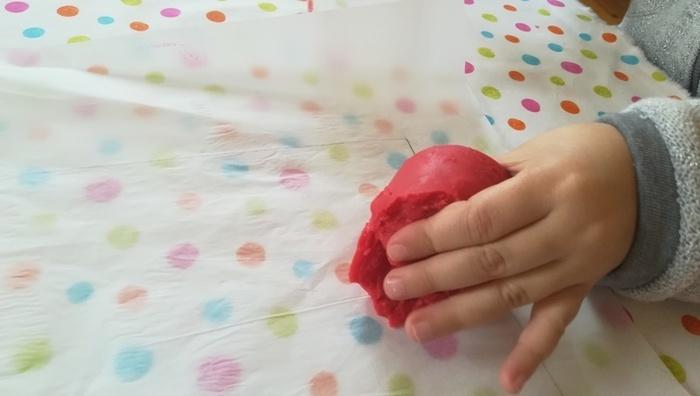 Photophore éphémère spéciale Pâques-Etaler la pâte à modeler
