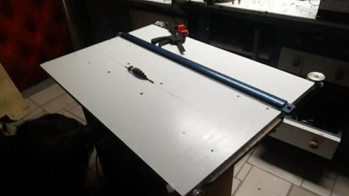 Scie Sur Table Améliorée Avec Une Table À Dessin-Etape 3 Marker les trous pour les vis