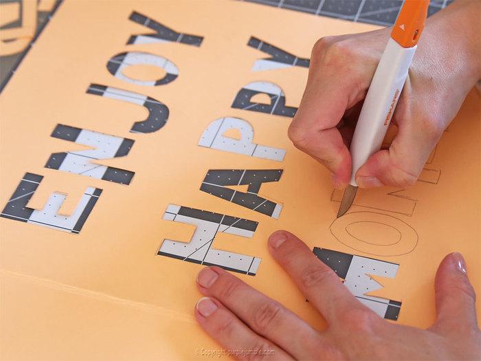 Fabriquer une affiche arc en ciel-Ecrire et découper le message de l'affiche
