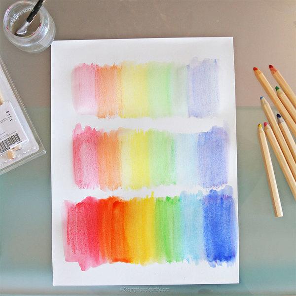 Fabriquer une affiche arc en ciel-Faire le fond au couleurs de l'arc en ciel