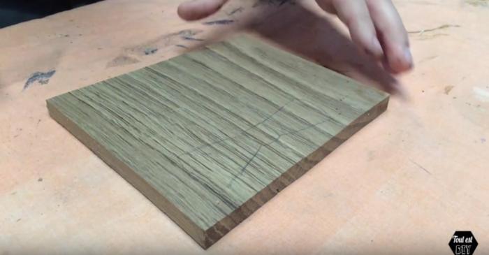 Un nœud papillon en bois stylisé-Tracer le nœud papillon