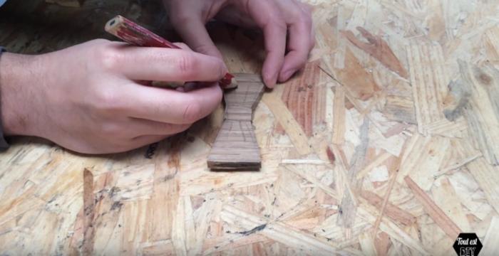 Un nœud papillon en bois stylisé-Gravure du bois
