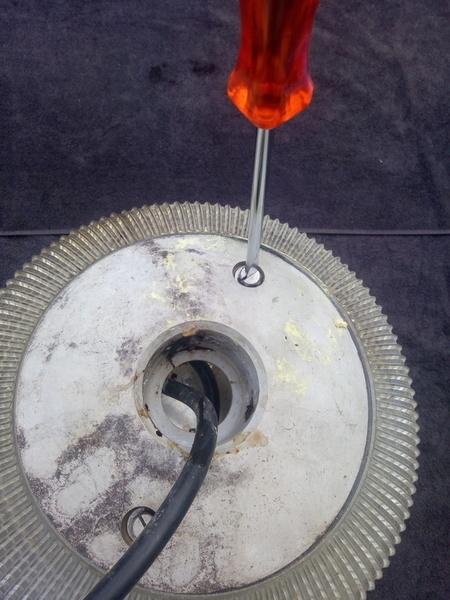 UPCYCLING EN BOULE DISCO -Etape 1, Démonter le globe en verre