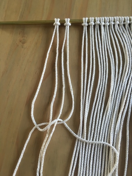 Tenture macramé-Etape 2 : Le noeud plat