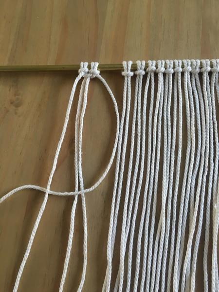 Tenture macramé-Etape 3 : Le noeud plat
