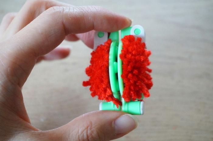 Tissage Ojo de Dios-Fabriquer les pompons ronds