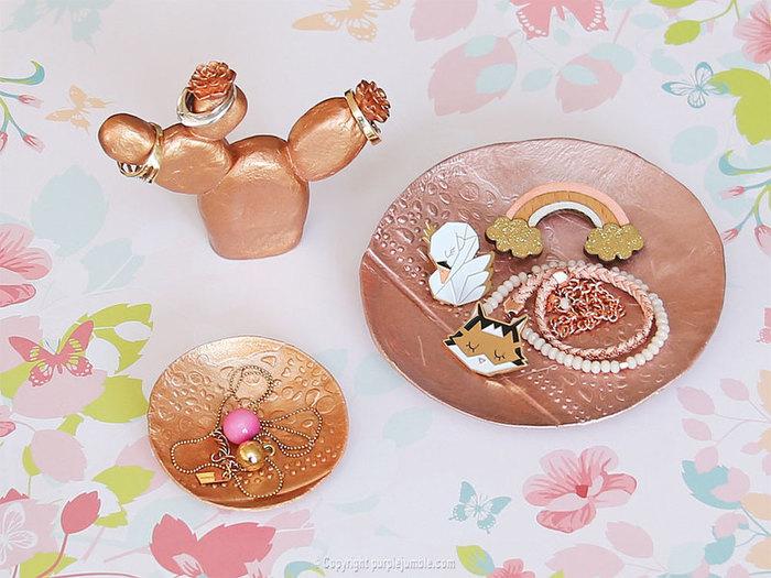 Des rangements à bijoux metalliques-