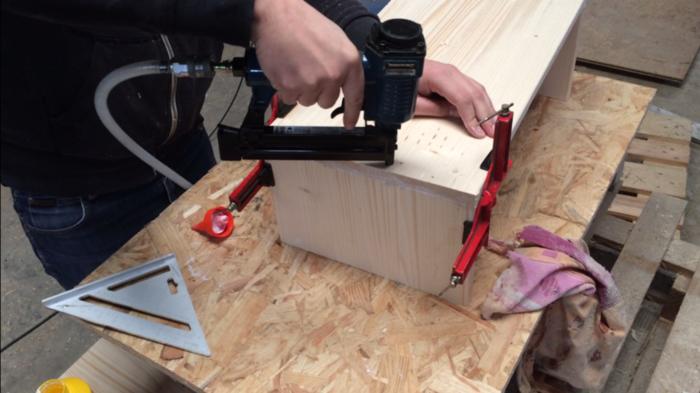 Console d'entrée bois et métal-Assemblage du bois et finition