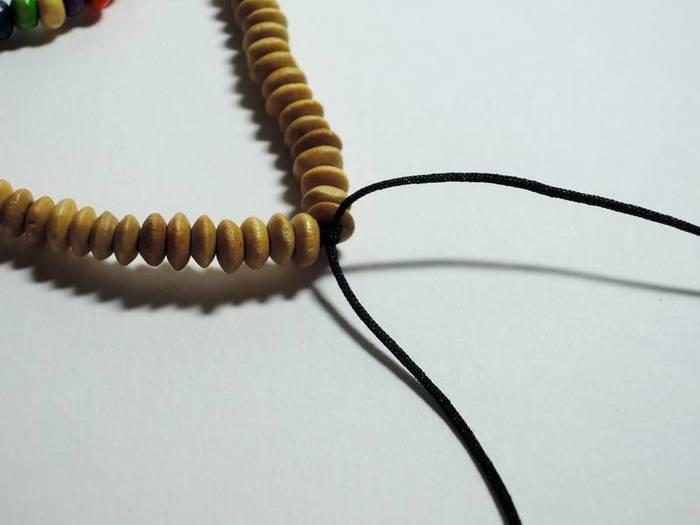 Un collier à pampilles-Finitions