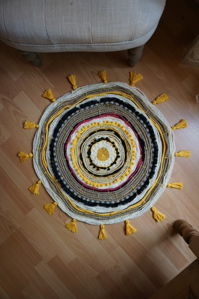 Tapis tissé aux couleurs du soleil-Etape 6 : Profitez de votre tapis !
