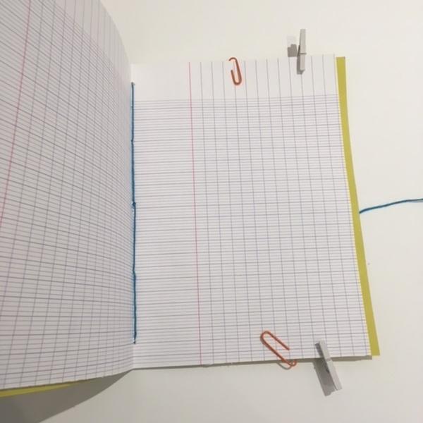 Un cahier d'écolier transformé en carnet de notes-ETAPE 3 : la reliure