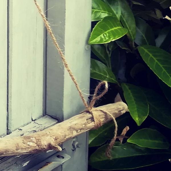 """Tutoriel DIY """"Le bois fleuri""""-Suspendre la branche de bois flotté"""
