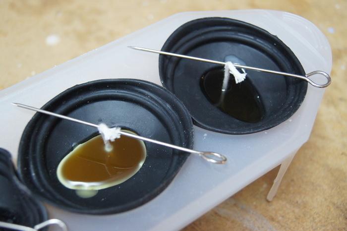 Bougies originales en cire d'abeilles-Fonte et coulage de la cire d'abeilles jaune/blanche sans colorants