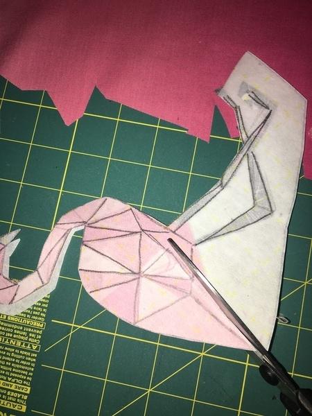 Le Flamant Rose du Tote Bag- on fixe les tissus et on découpe.