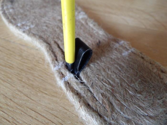 Fabriquer une paire de sandales en utilisant des semelles d'espadrilles-Etape 1: