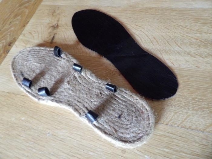 Fabriquer une paire de sandales en utilisant des semelles d'espadrilles-Etape 3: