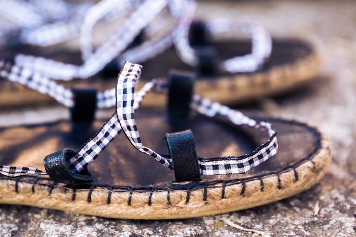 Fabriquer une paire de sandales en utilisant des semelles d'espadrilles-TAAADDAAAA
