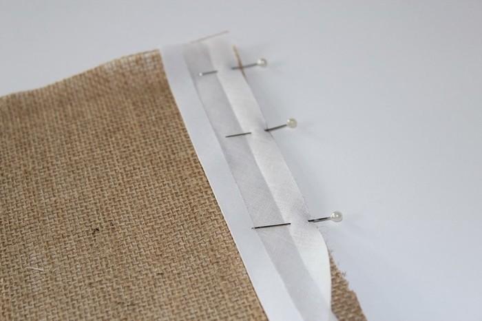 Fanion en tissu-Pose du biais