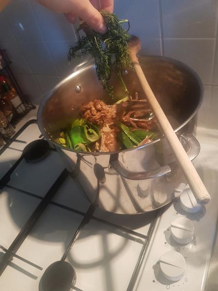 Bouillon de volaille maison -Monsieur poulet fait quelques brasses