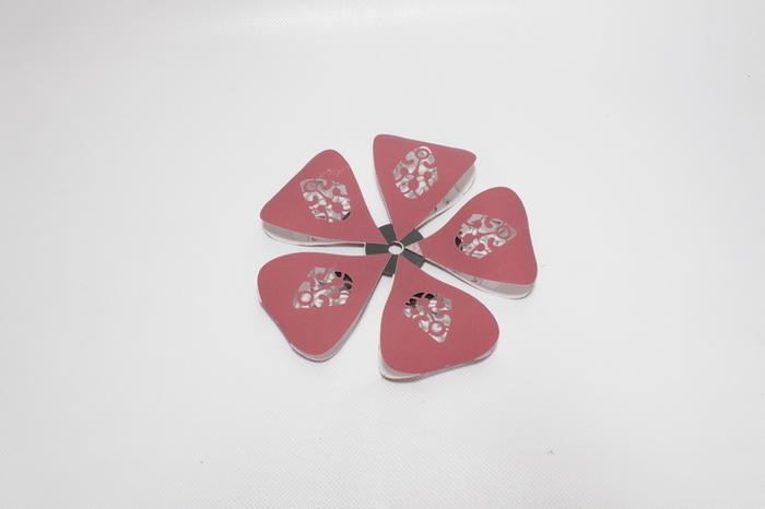 Montage de la fleur et la tige- Corolle de pétale avec support.