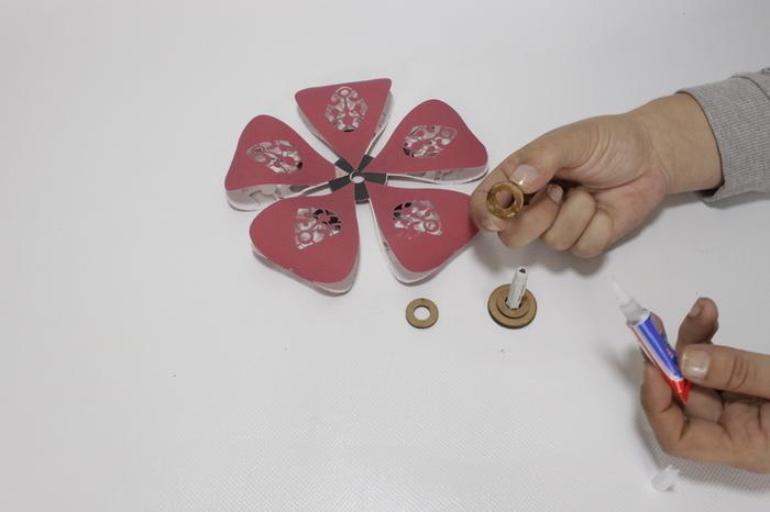 Montage de la fleur et la tige- supports pour la corolle