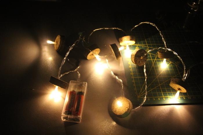 Guirlande lumineuse Memento mori, des fioles pour votre cabinet de curiosité.-Insérez les L.E.D. dans les bouchons