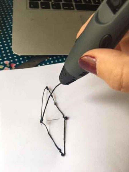 """Pendentif """"Chrysalide"""" (au stylo 3D)-Suite du tracé"""