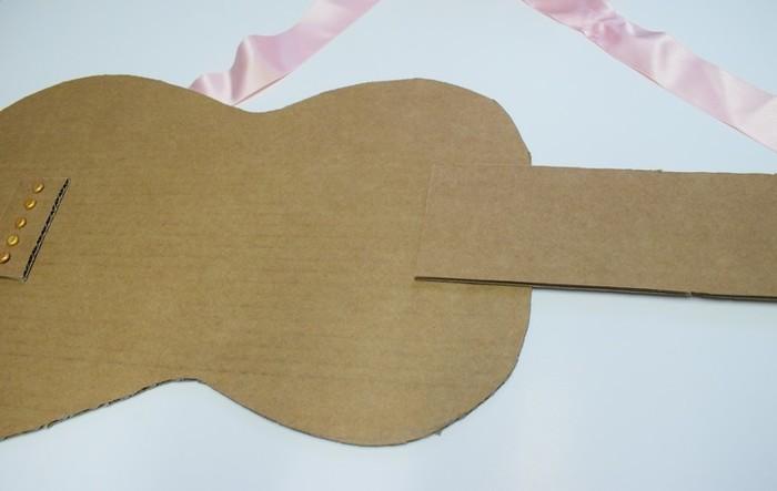 Une guitare qui cartonne-Collage