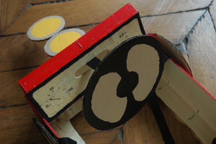 Le déguisement voiture de course pour enfants-Etape de la peinture !