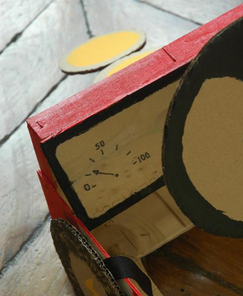 Le déguisement voiture de course pour enfants-Petits détails en plus...