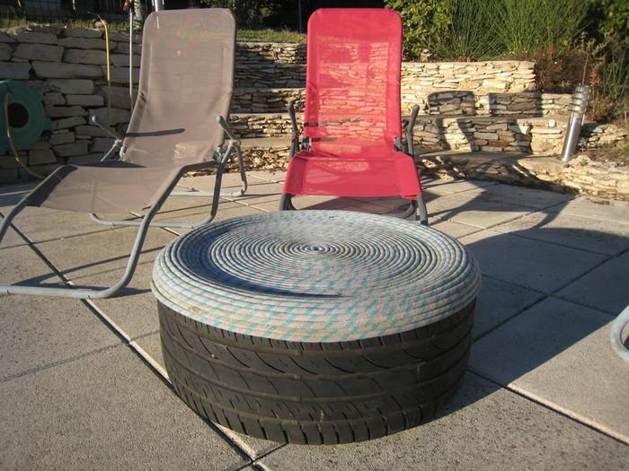 Un pouf en pneu et corde d'escalade-Le résultat final