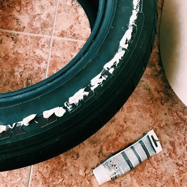 Le pouf récup pneu et pompons-Créer l'assise