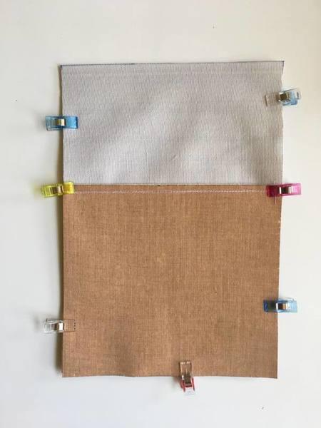 La pochette à romans -Assemblage du devant et du dos de la pochette