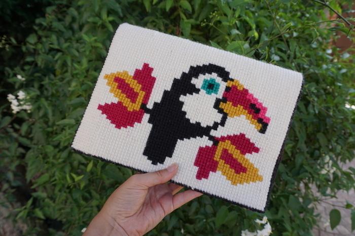 Pochette toucan en canevas-Profitez-en !