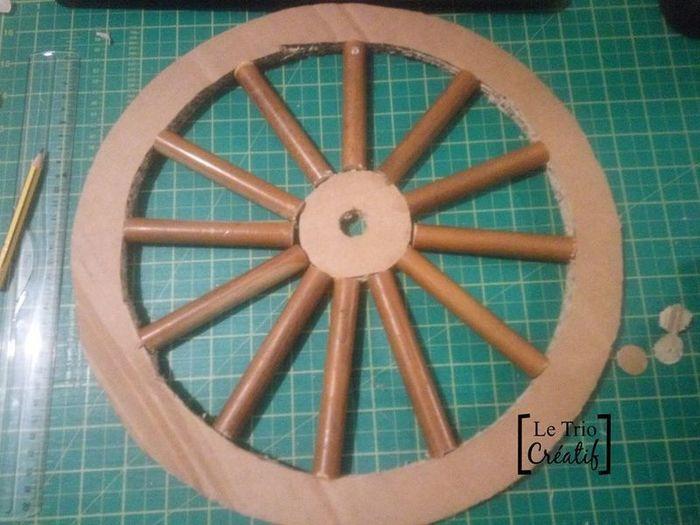 Un rouet en matériaux de récup'-